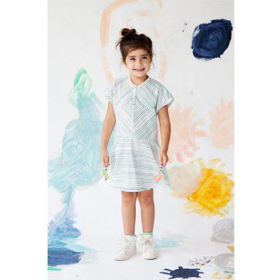 verspieltes weißes Kleid mit Streifen